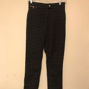 High-waisted pants with grid pattern